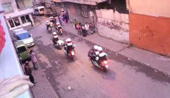Huzur operasyonu! Vatandaş polisi alkışlarla karşıladı