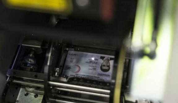 Çipli kimlik kartları 150 bin kişiye dağıtıldı