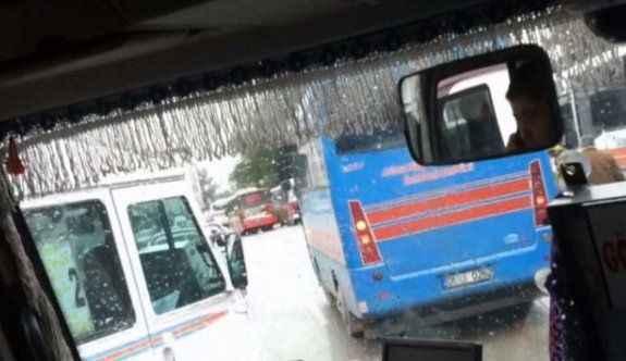 Cep telefonuyla konuşan dolmuş şoförü yolcuların canını hiçe saydı