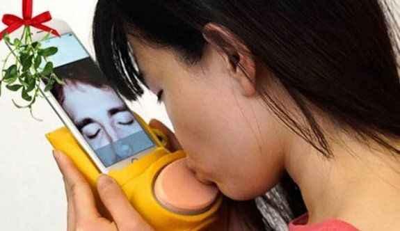 İnternette öpücük gerçek oldu!