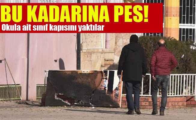 Antalya'da ilginç olay! Sınıfın kapısını yaktılar