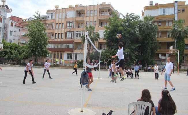 Gençler spor yaparak bayramı kutladı