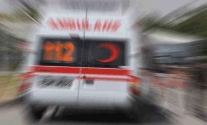 Minibüs, traktöre çarptı: 1 ölü, 2 yaralı