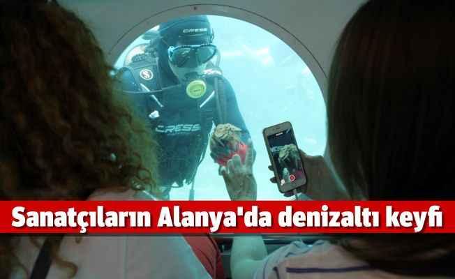 Sanatçıların Alanya'da denizaltı keyfi