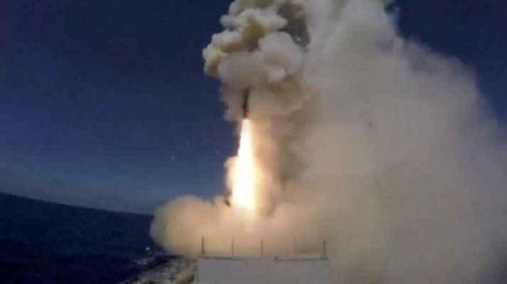 Rusya, savaş gemisinden IŞİD hedeflerine füze fırlattı
