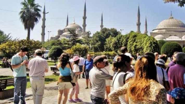 Türkiye tatilini 728 paket sigarayla bedavaya getirmeye çalışan turist yakalandı!