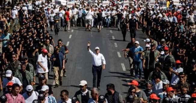 """AK Parti'nin """"Adalet Yürüyüşü"""" anketinde dikkat çeken sonuç!"""