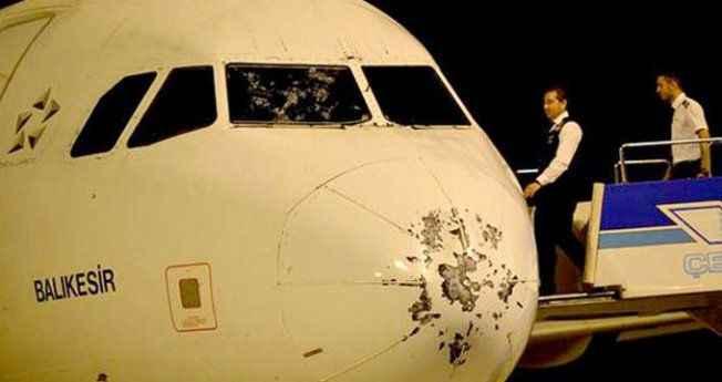 Kokpit camı patlayan uçaktaki yolcu anlattı: Denize inecek dedik