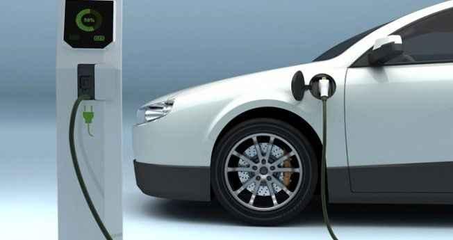 Petrol şirketinin patronu ama elektrikli araba kullanıyor