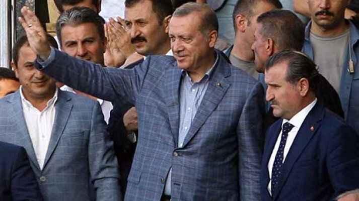 Cumhurbaşkanı Erdoğan, Beşikdüzü'nde teleferik inşaatını inceledi