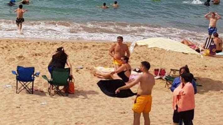 Plajda panik anları... Bir anda sürü halinde geldiler!