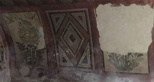 Tarihî oda mezar talan edildi