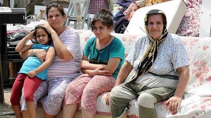70 yaşındaki kadın, kızı ve 3 torunuyla sokakta kaldı!