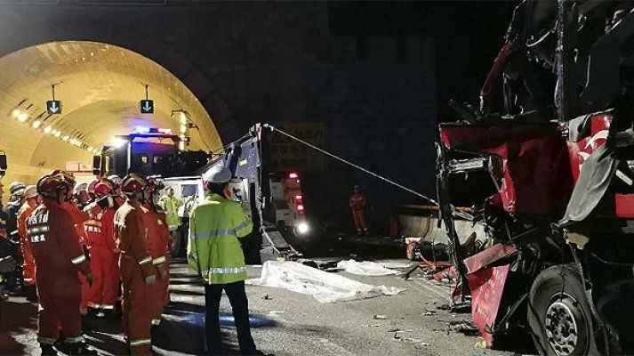 Yolcu otobüsü tünel duvarına çarptı: 36 ölü, 13 yaralı
