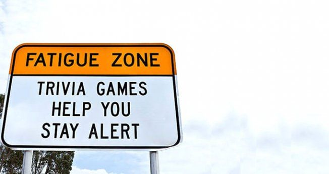 Trafik kazalarına Avustralya'dan ilginç önlem; soru-cevap levhaları