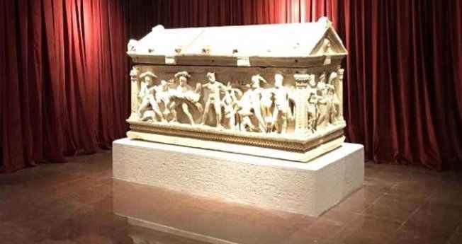 Antalya'ya getirilen 2 bin 200 yıllık Herakles Lahdi'nden ilk fotoğraf