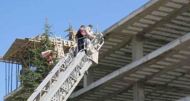 İnşaatın çatısında kalıp çöktü: 4 yaralı
