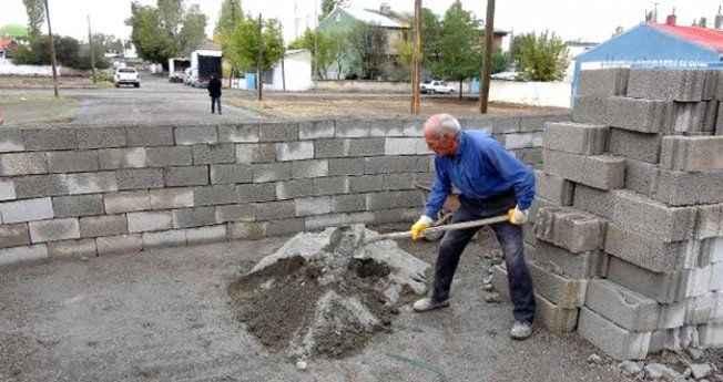 ''Burası tapulu arazim'' dedi, yolun ortasına duvar ördü!