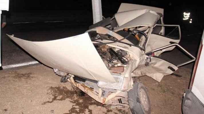 Minibüsün çarptığı otomobil hurdaya döndü: 1 yaralı
