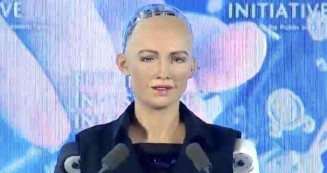 Suudi Arabistan bir robota vatandaşlık verdi