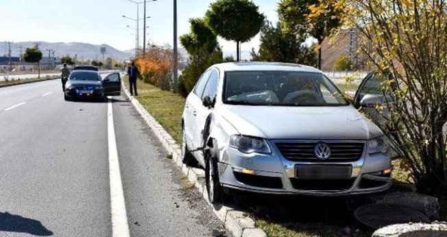 Bakan Yılmaz'ın konvoyunda kaza! Makam araçları birbirine girdi