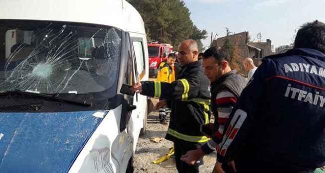Minibüs yan yattı: 1 ölü, 2 yaralı