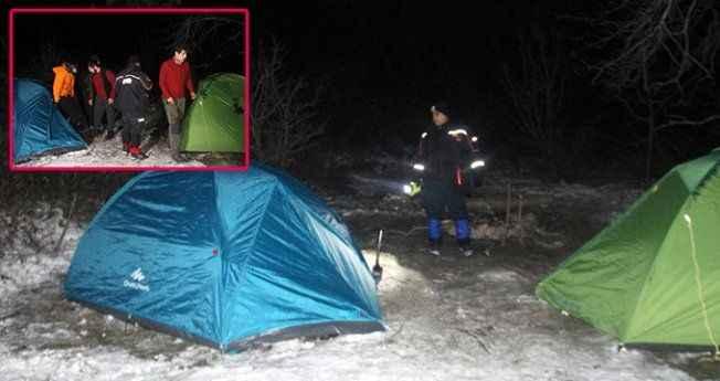 Ailelerin ulaşamadığı kayıp öğrenciler, çadırda uyurken bulundu