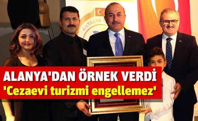 Bakan Çavuşoğlu Manavgat'ta temaslarda bulundu