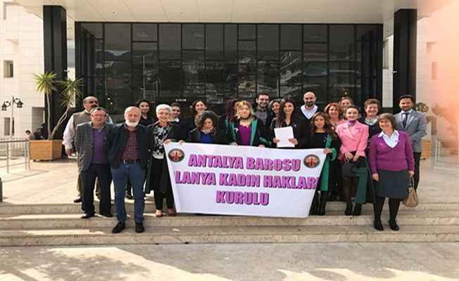 Alanya'da hukukçular 'kadına şiddeti' tartışacak