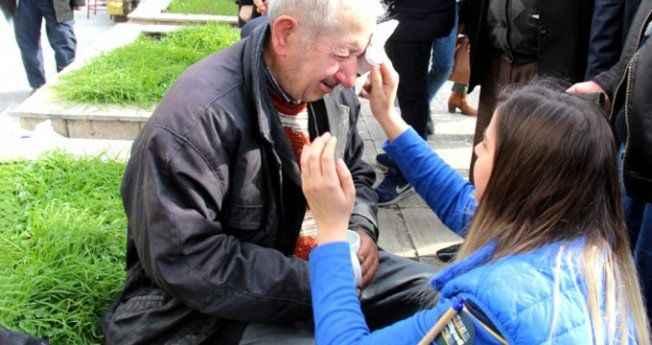 78 yaşında darp edilen boyacı amcanın gözyaşları yürek yaktı!