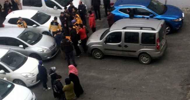 Şehrin ortasında doktora bıçaklı saldırdı! Tekme atarak kurtuldu