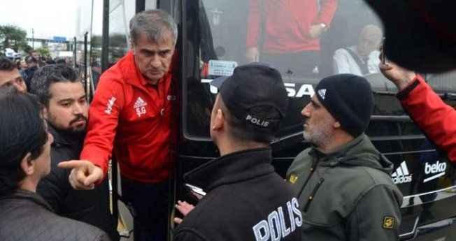 """Otobüsten inip """"Trabzon'u sattın"""" diyen taraftarla kapıştı"""
