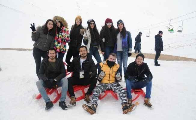 Gençlerin kar keyfi