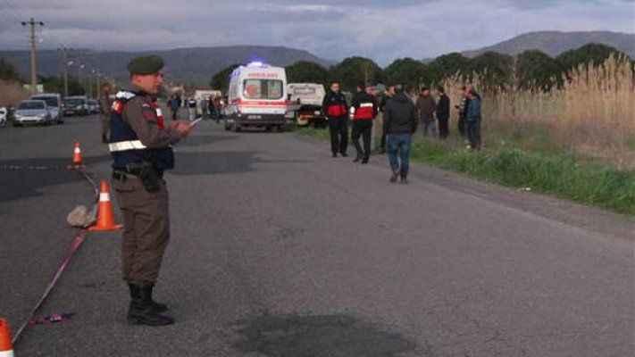 Sahilde yürüyen kadınlara otomobil çarptı: 2 ölü