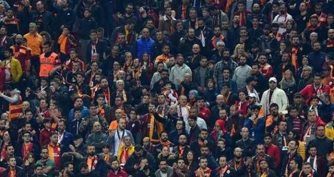 Ünlü gazeteci, Galatasaray stadında saldırıya uğradı