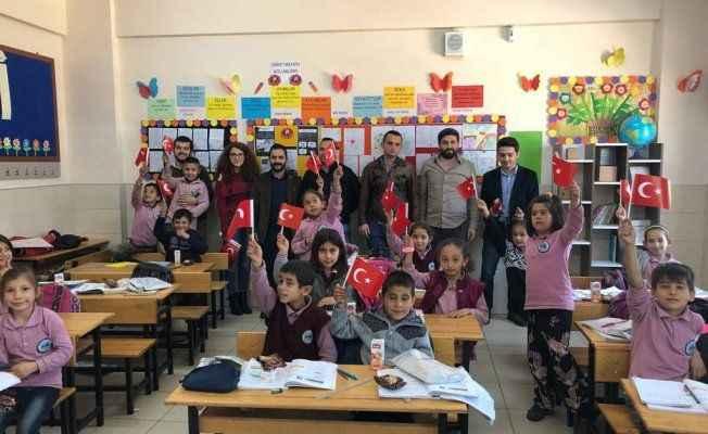 CHP Gençlik'ten çocuklara yardım