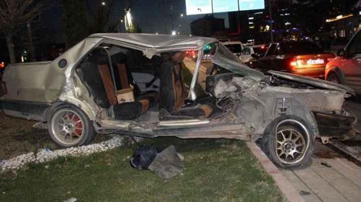 Arabayı bu hale getirdi yaralı arkadaşını bırakıp kaçtı