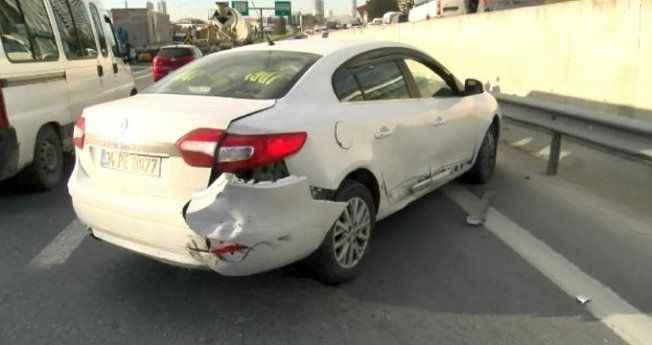 Trafiği birbirine kattılar! Polisten kaçarken 7 araç pert oldu