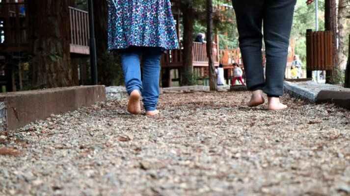 Bu yolda sadece yalın ayak yürünüyor