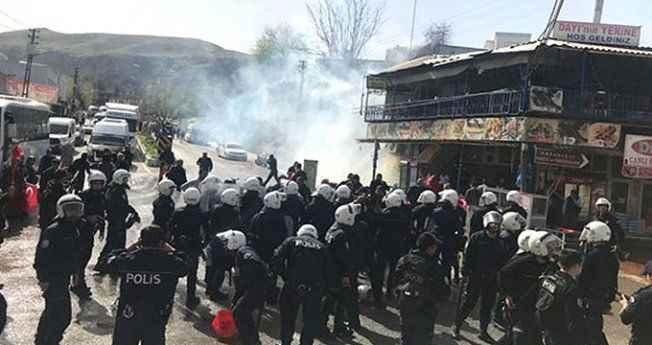 Gerginlik! Polis eylem yapan vatandaşlara müdahale etti