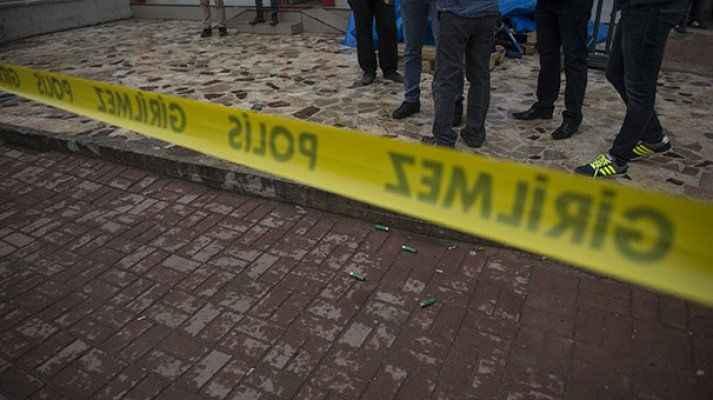 Taksi durağında silahlar çekildi: Baba ve oğlu hayatını kaybetti
