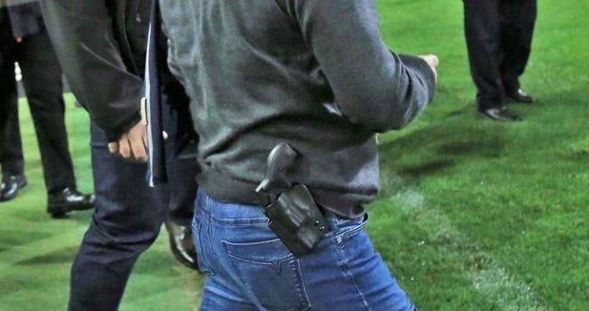 Silahla sahaya giren başkana ağır fatura çıktı