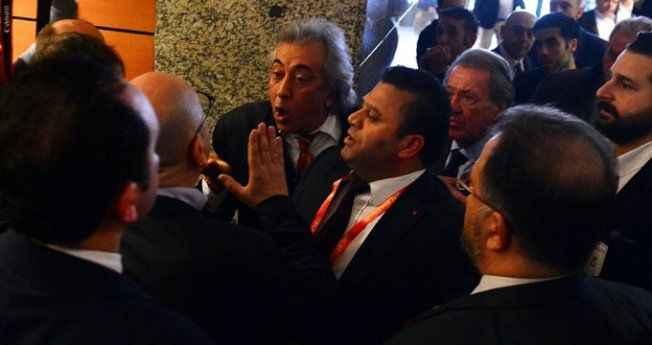Galatasaray'da ortalık karıştı! Eski yöneticiye yumruklu saldırı