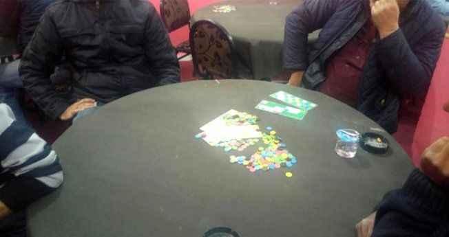 İş adamı derneğinde kumar oynarken suçüstü yakalandılar