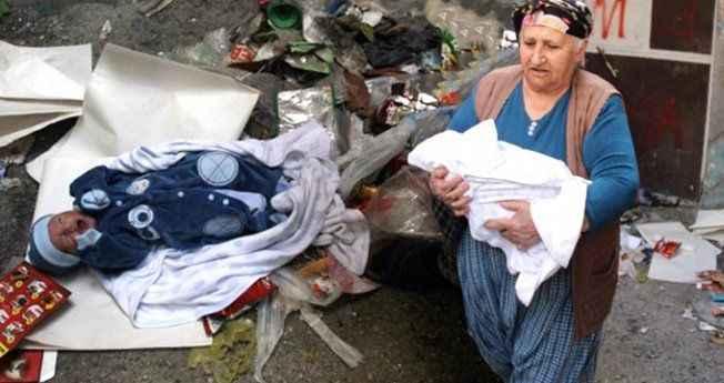 Bebeğini çöp kenarına bırakmıştı! Televizyonda görünce vicdan yaptı