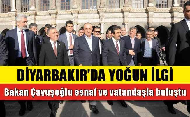 Bakan Çavuşoğlu esnaf ve vatandaşla buluştu