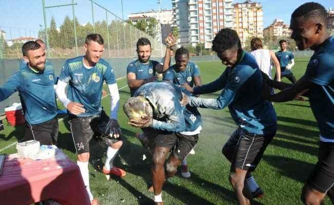 Alanyasporlu futbolcuya Brezilya usulü kutlama