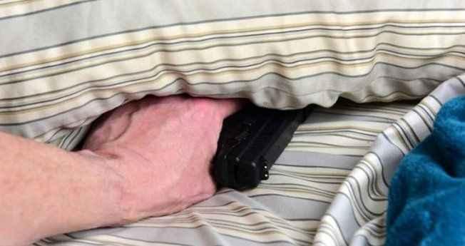 Koca dehşet saçtı! 30 yıllık karısını uykusunda 8 kurşunla öldürdü