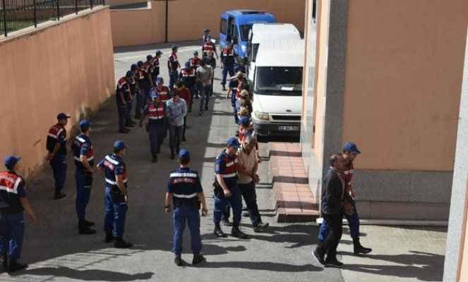 Yunanistan'a kaçmaya çalışırken yakalanan 22 FETÖ şüphelisi adliyede