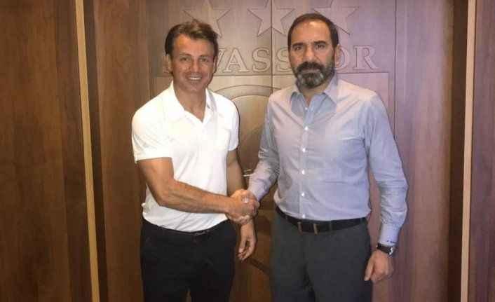 Tamer Tuna Sivasspor'a imzayı attı!